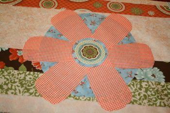 Flower on Wallflower pattern quilt