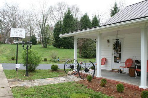 Olde Lamps & Thangs Shop in Boydton, Virginia