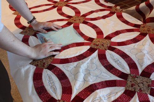 Sarah marking quilting lines on the Double Wedding Ring quilt