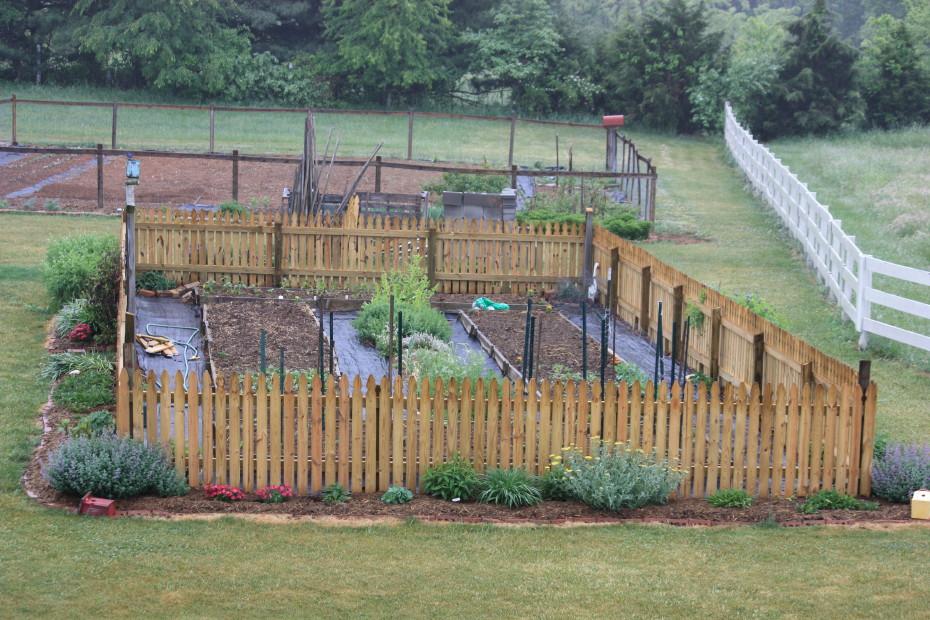 Good New Picket Fence Around The Old Garden ~ Love It!
