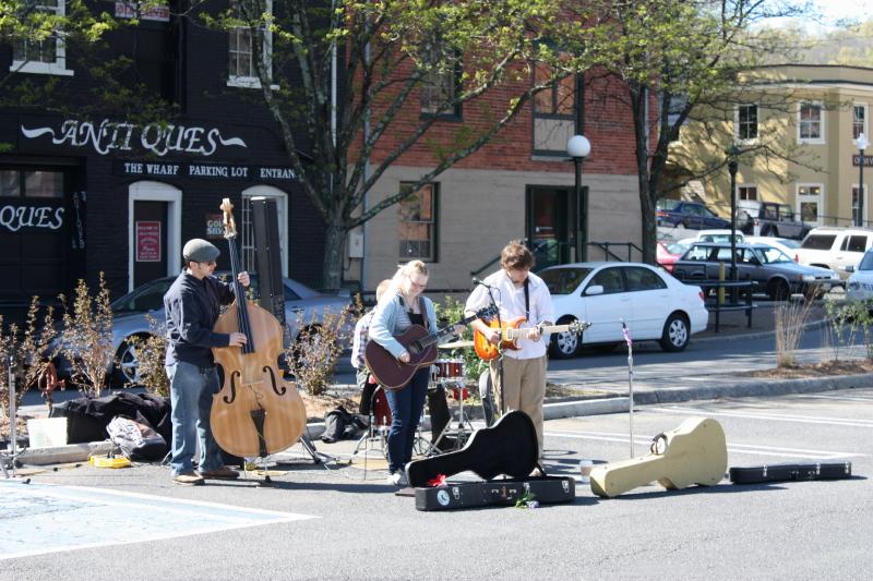 musicians at market