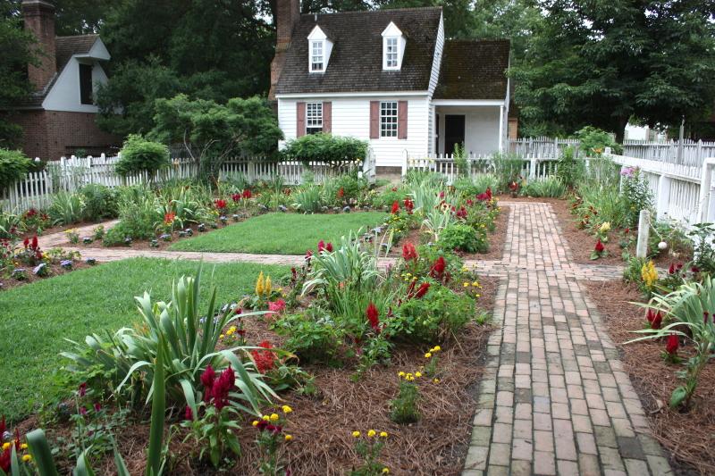 beautiful gardens of Colonial Williamsburg