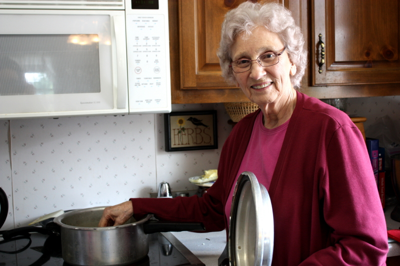 Pea-cooking Granny!