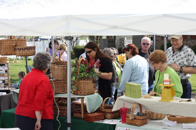 Basket booth with lookers and some buyers.