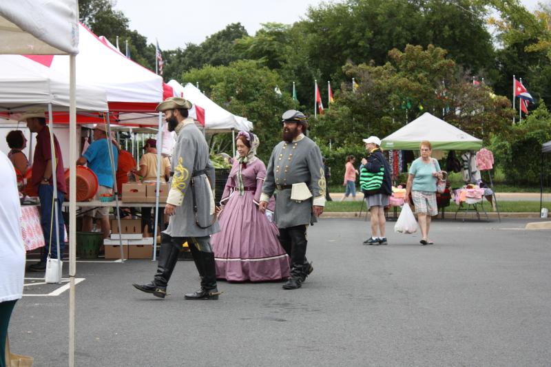 farmers' market guests