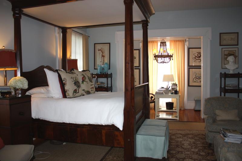 P.Allen Smith's bedroom