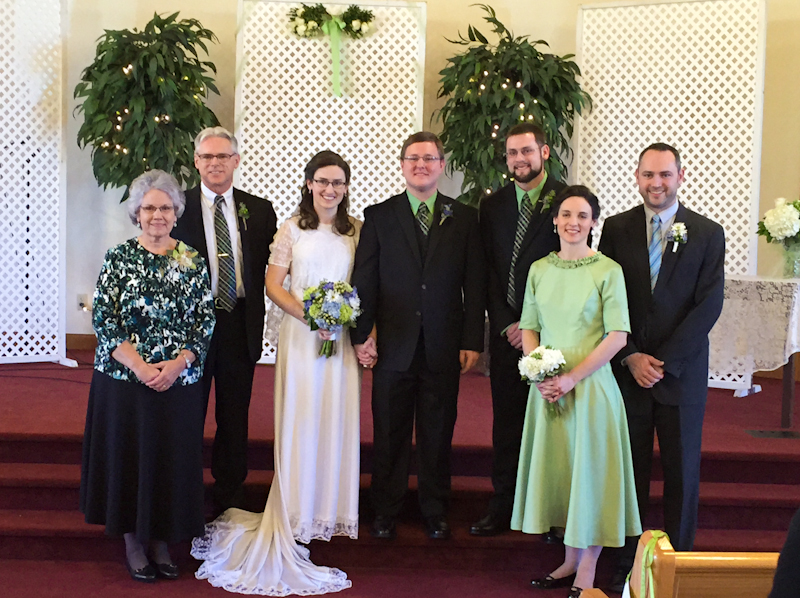 Girotti family with the Bride and Groom