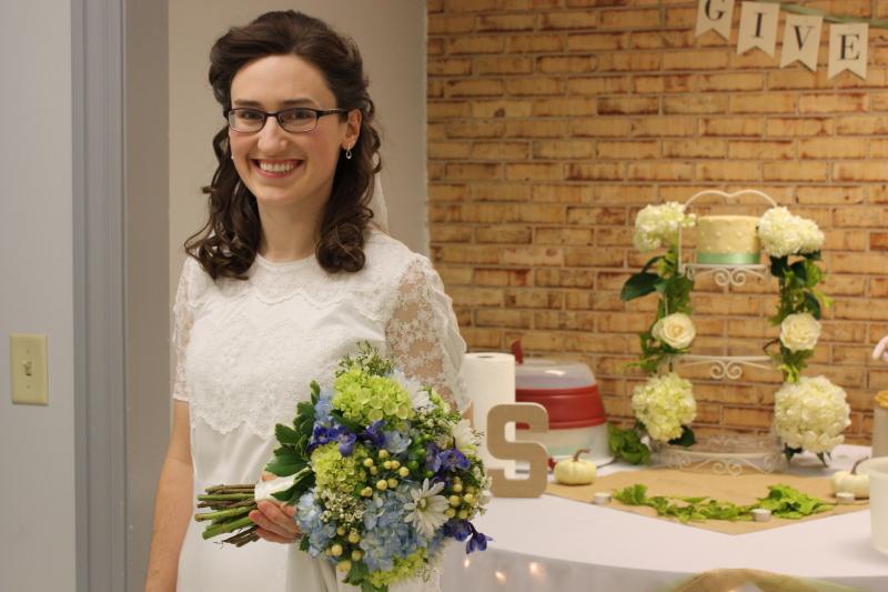 Sarah's a bride!!