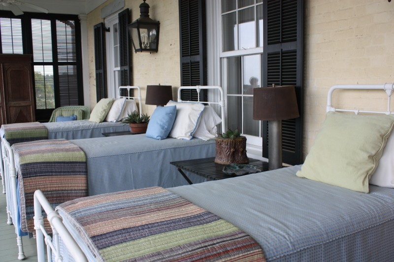 3 beds on a screened in porch!