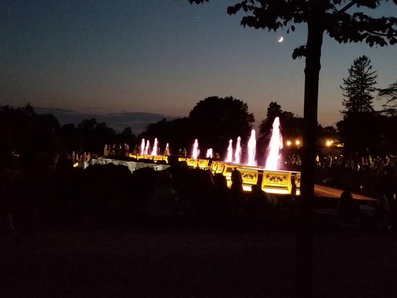 fountain light show beginning